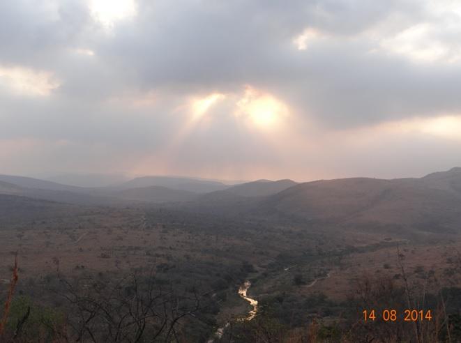Sun dropping over the hills on our Durban Big 5 Safari Tour