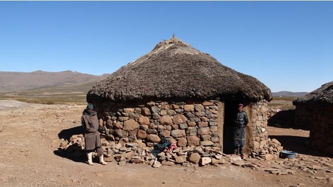 Sani Pass Tour; Basotho hut