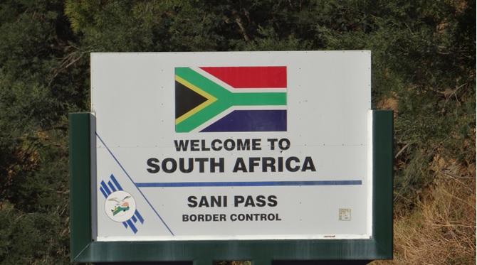 Sani Pass Tour; South African border post