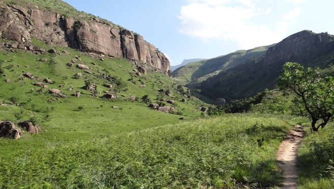 Drakensberg tour; Hiking in Cathedral peak