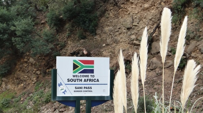 Drakensberg mountains tour, South African boarder post