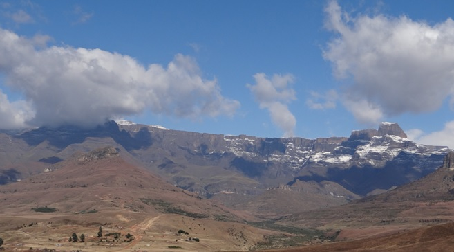 Drakensberg tour, Amphitheatre and the Sentinal