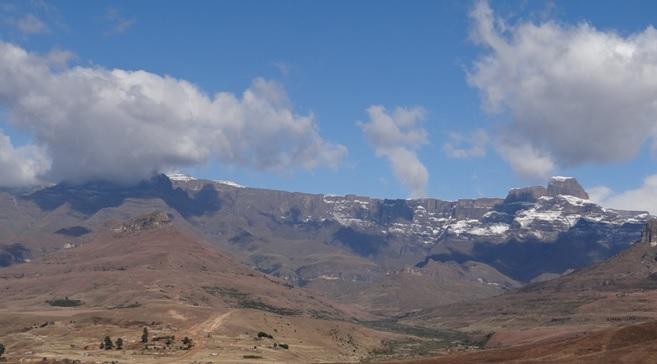Drakensberg tour, Amphitheatre and the Sentinal